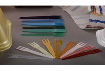 Paquete de 1000 Minitenedores de plastico 8,5 cms. colores