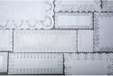 Paquete de 500 Blondas rectangulares caladas 15x21 cms.