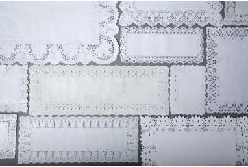 Paquete de 500 Blondas rectangulares caladas 16x42 cms.
