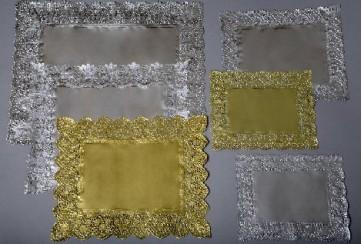 Paquete de 500 Blondas rectangulares caladas 35x41 cms. Oro